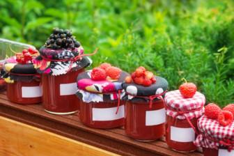 Marmeladenglser mit Etikett
